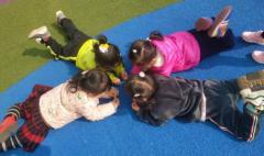 新贝教育|孩子抢玩具,聪明的家长这样教育